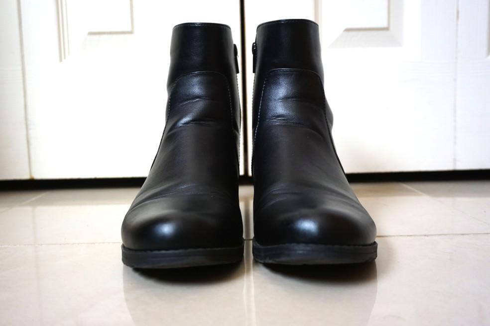 Stuart Weitzman Black Leather Flat Ankle Boots