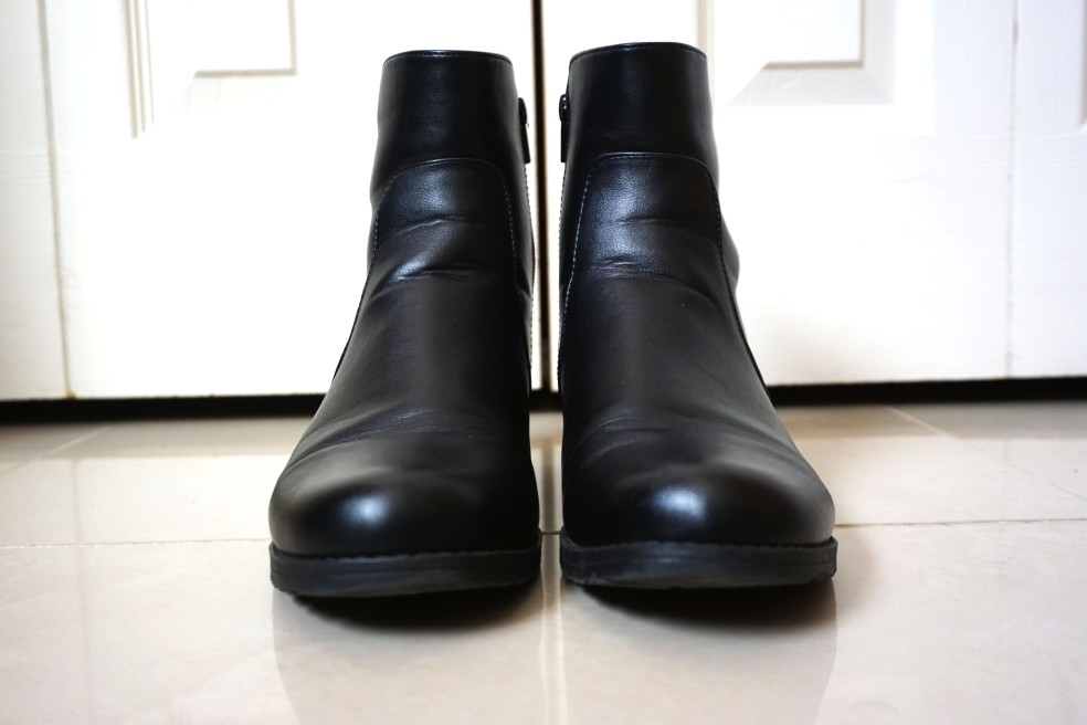Stuart Weitzman Black Leather Flat Ankle Boots