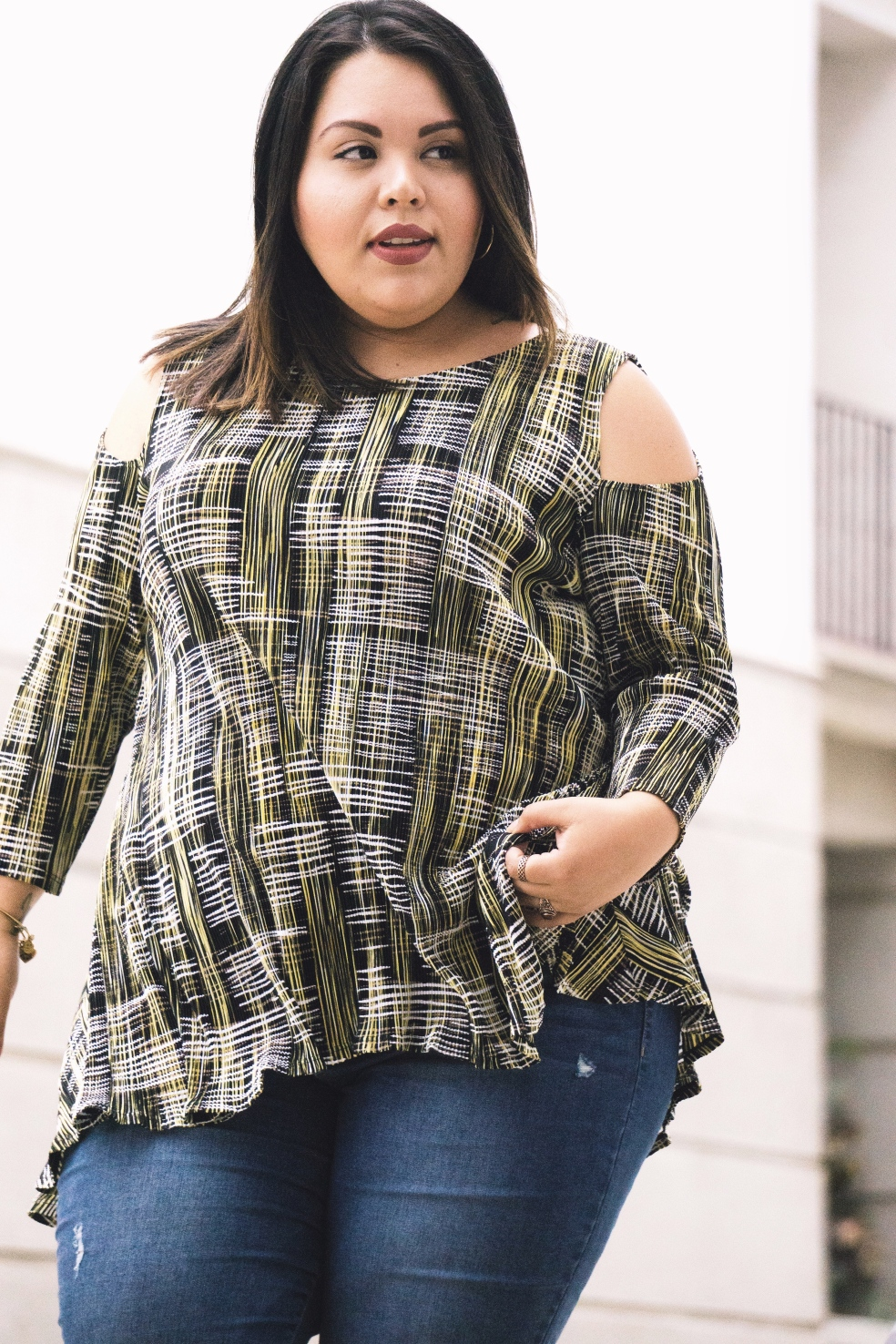 How to Style: Appear Long and Lean as a Plus Size Petite Girl